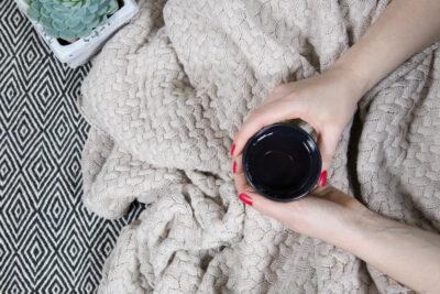 Strickdecken, Bettflaschen & Dekokissen